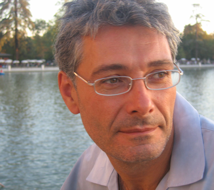 Contact Luis De Garrido